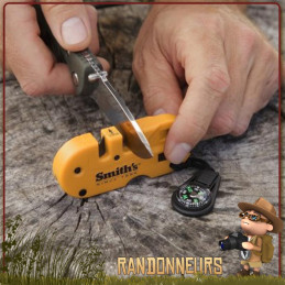 Survival tool compact et léger, l'affuteur Kit Survie Smith's est un kit de survie complet de randonnée bushcraft