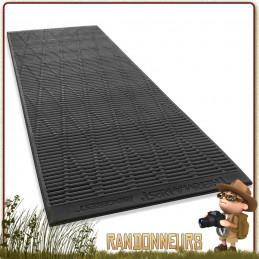 Matelas RidgerRest Classic Thermarest Large en mousse à surface alvéolée pour optimiser la rétention de la chaleur corporelle