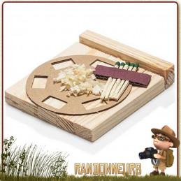 kit allume feu bushcraft Petromax. Composé d'allumettes, copeaux de bois imbibés de cire, morceaux de bois sec