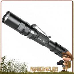 Lampe torche puissante, la FENIX LD22 donne 300 lumens sur près de 120 mètres, seulement sur 2x piles AA