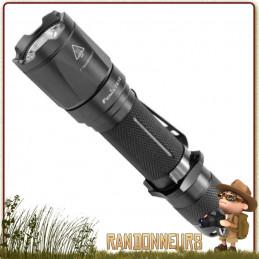 Lampe torche puissante, la FENIX TK16 donne 1000 lumens sur près de 240 mètres, sur deux piles CR123A
